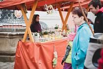 Jarní trh v areálu broumovského kláštera.