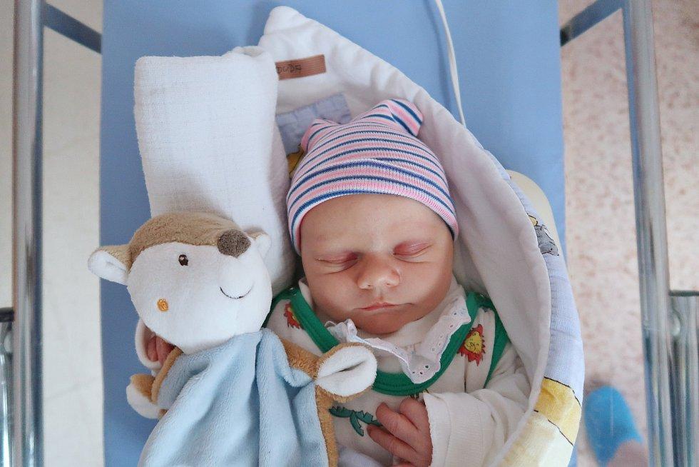 Matěj Duda je na světě! Narodil se 22. října 2019 ve 12,46 hodin a jeho míry byly 3510 gramů a 51 centimetrů. Šťastní rodiče Denisa a David jsou z Teplic nad Metují. Doma mají ještě rok a půl starého chlapečka Františka.