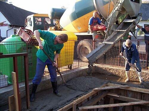 Nejvíce pracovních příležitostí je od jara do podzimu , jak ukazuje islustrační snímek, ve stavebnictví.