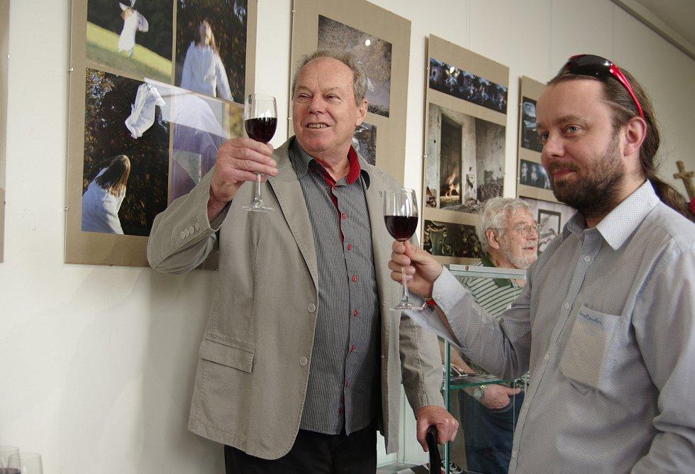 Zahájení klubové výstavy v Dobrušce v roce 2018 s tamním galeristou Františkem Nagym.