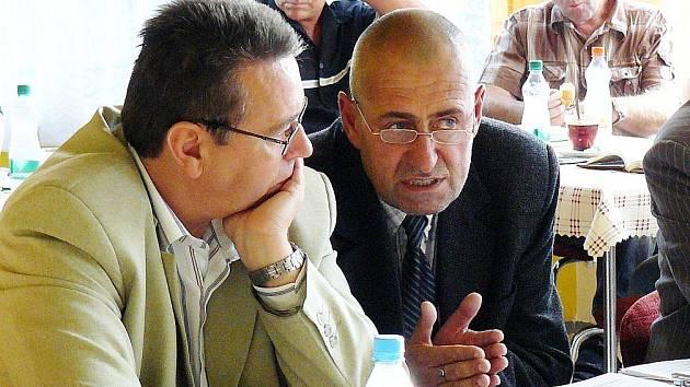Hejtman Královéhradeckého kraje Lubomír Franc se starostou České Skalice Tomášem Hubkou na pondělním jednání českoskalického zastupitelstva.