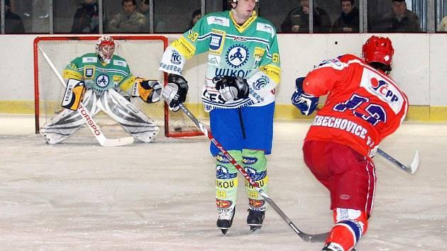 Hronovští hokejisté mohou v utkání s Třebechovicemi děkovat za dva body vynikajícímu brankáři Mahdalovi.