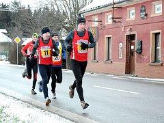 Sedmašedesát běžců bojovalo v sobotu s časem na jedenáct a půl kilometru dlouhé trati silničního novoročního běhu.