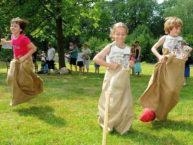 Jiráskův park byl plný soutěží a her.
