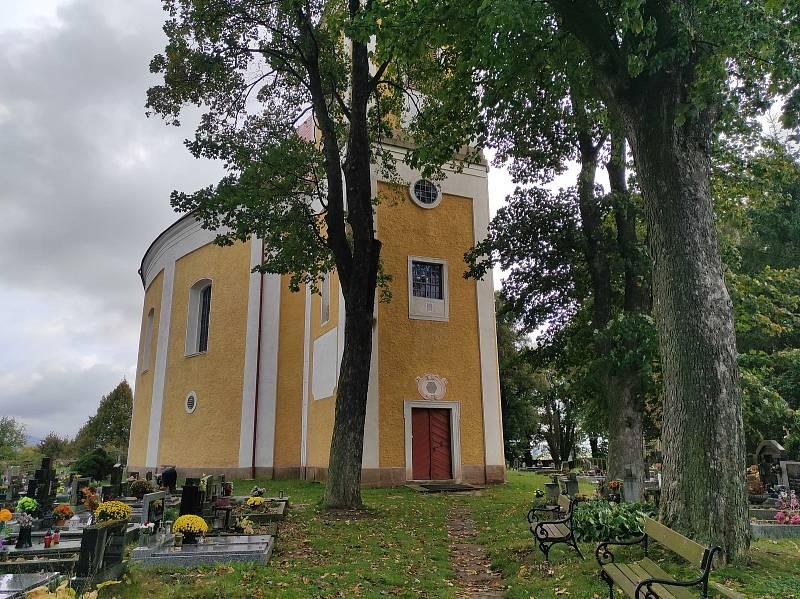 Kostel svatého Michaela archanděla ve Vernéřovicích.