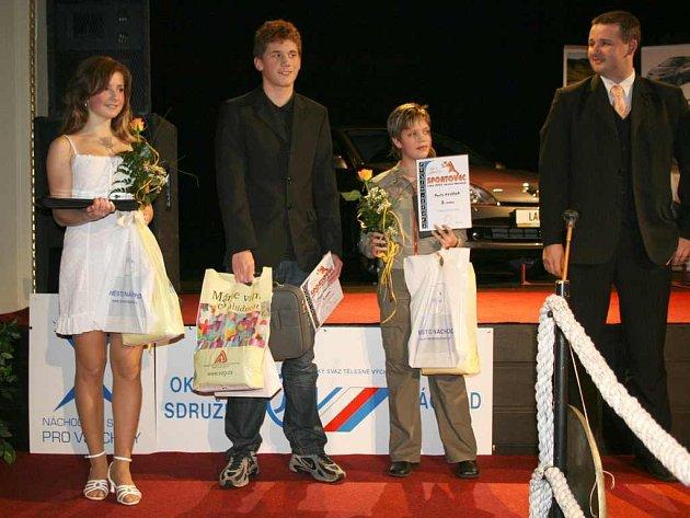 Budoucností nejen pro sport na Náchodsku je bezesporu mládež. Té letos dominoval vítězný Pavel Janeček (uprostřed), druhá pak byla Anna Bergerová (vlevo) a třetí Aneta Nyčová.