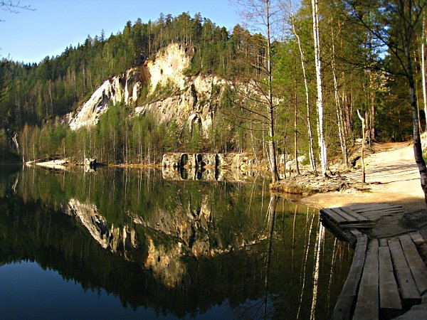 Zatopená bývalá pískovna vAdršpašských skalách