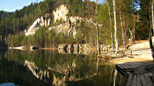 Zatopená bývalá pískovna v Adršpašských skalách