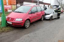 Dopravní nehoda dvou osobních automobilů v Jaroměři.