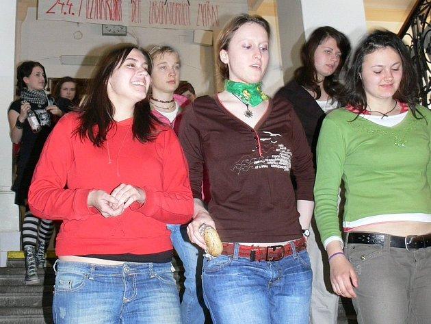 Studenti Jiráskova gymnázia sami zorganizovali kampaň proti týrání zvířat.