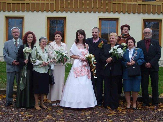 PRVNÍM  klasickým obřadem v obci se stala svatba Jarmily Frimlové a Tomáše Plocka.