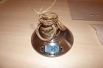 Zlatý poklad. Celková hmotnost všech spirál je 257 gramů.
