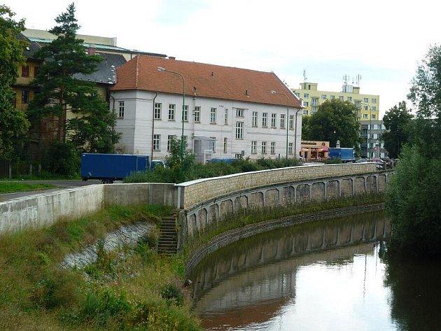Výstavba protipovodňových zdí vyjde zhruba na 170 milionů korun. Ochrana by měla udržet Labe v korytu.