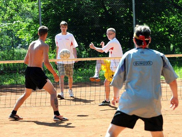 Odboráři soutěžili při sportovních hrách.