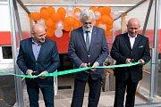 Výroba, která se nyní přesunula do nové budovy bývalého lihovaru ve městě Snina na Slovensku, nabídla dalších čtyřicet pracovních míst. V případě zavedení další směny jich bude ještě více. Jedná se o dceřinou společnost Sněžky firmu Autotex, která je zamě