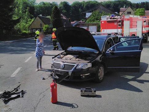 Nehoda dvou aut u České Metuje.