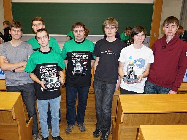 VÝPRAVA Jiráskova gymnázia v Praze, kde ČVUT pořádala soutěž robotů postavených z lega.