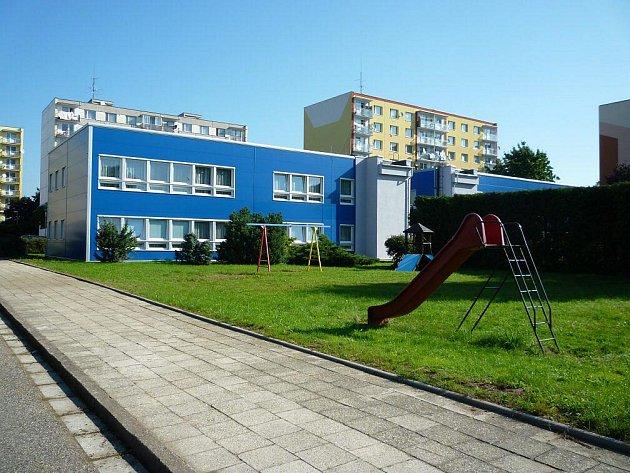 """Po roce oprav se mateřská """"modrá"""" školka v Knappově ulici dočkala slavnostního otevření."""