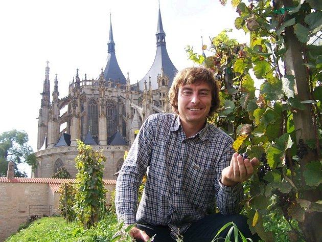 PÁN BIOVINIC  v Kutné Hoře Lukáš Rudolfský pochází z Jaroměře. Být vinařem, to ho baví a naplňuje, byť je to dřina.