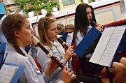 Při Noci kostelů v náchodském děkanském kostele sv. Vavřince vystoupil soubor Musica Viva z Jiráskova gymnázia v Náchodě.
