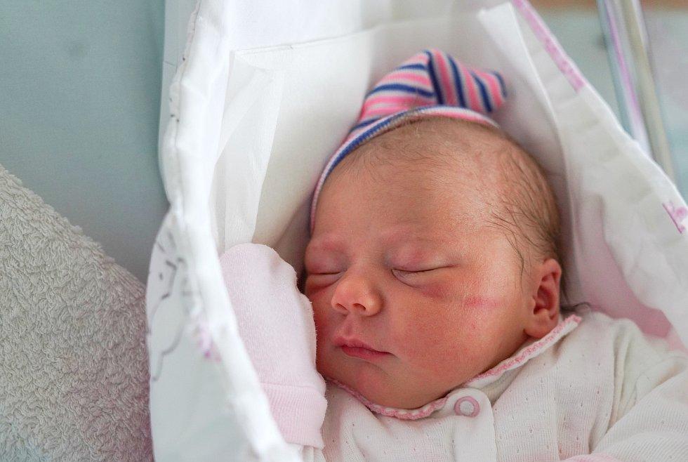 Rozálie Vodehnalová z Červeného Kostelce je prvním děťátkem rodičů Izabely Tomasové a Stanislava Vodehnala. Holčička se narodila 3. prosince 2019 v 11:32 hodin a vážila 2725 gramů.