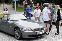 """Po osmé se sjeli majitelé sportovních kabrioletů BMW Z3 na celorepublikové klubové setkání zvané """"Broumovský výběžek""""."""