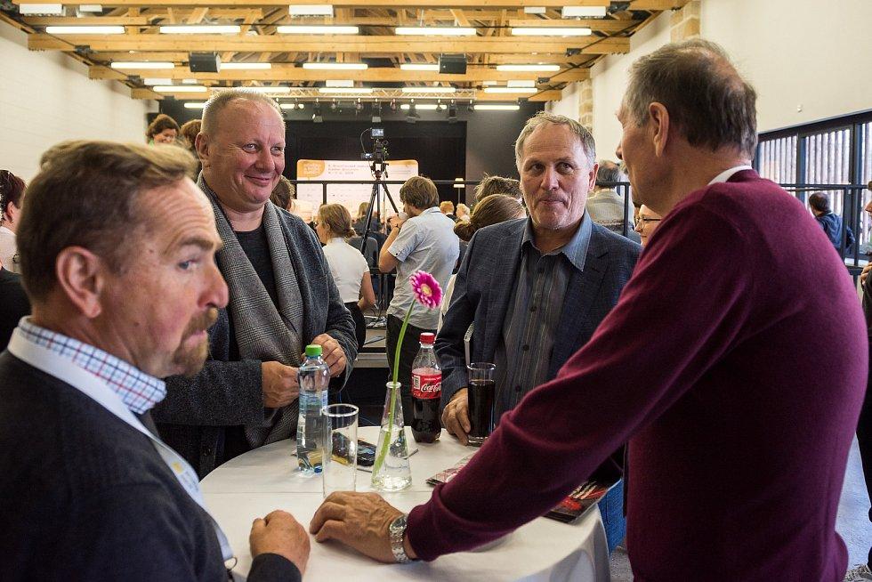 Jak posílit důvěru vevropské instituce, jako jsou EU či NATO, diskutovali na prvním středečním panelu bývalá soudkyně Ústavního soudu Eliška Wagnerová spolu se socioložkou Markétou Sedláčkovou a historikem Tomášem Petráčkem.