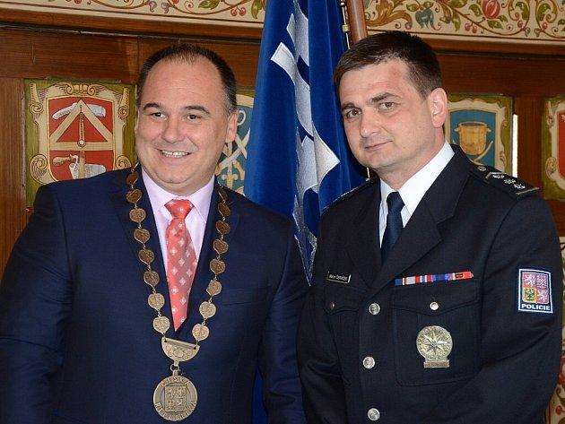 Policejní prezident Martin Červíček spolu s náchodským starostou Janem Birke.
