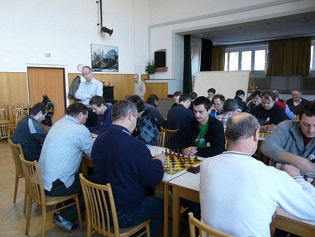 Více než tři desítky šachistů se sešly v Náchodě k tradičnímu bleskovému turnaji jednotlivců.