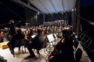 Orchestr vzdal hold přírodě, skály naslouchaly dialogu Země a člověka