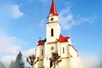 Evangelický kostel v Bohuslavicích nad Metují září do okolí po obnově.
