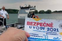 Přehradní nádrž Rozkoš ožila hlídkujícími policisty na člunu i na březích