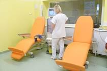 Po dlouhých dvaadvaceti letech se hemodialyzační středisko Oblastní nemocnice Náchod dočkalo nové úpravny vody.