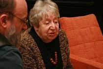 V dokumentu žáků polické ZUŠ bude vystupovat i akademická malířka Helga Hošková.