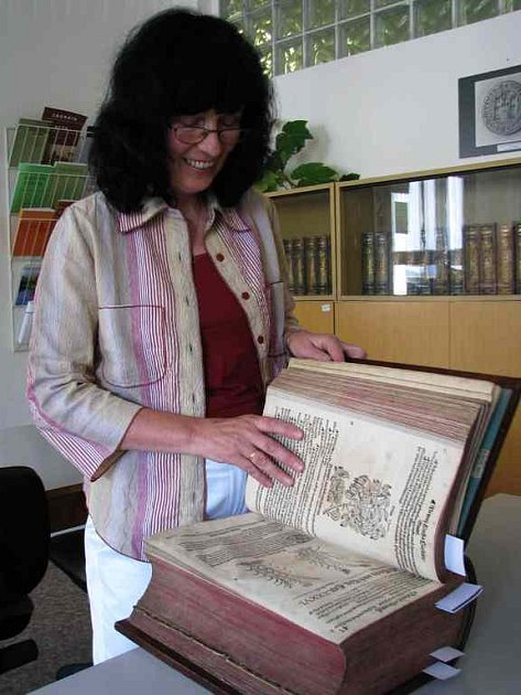Lydia Baštecká, , ředitelka Okresního archivu.