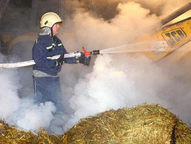 Požár hospodářského stavení v Jasenné u Jaroměře.