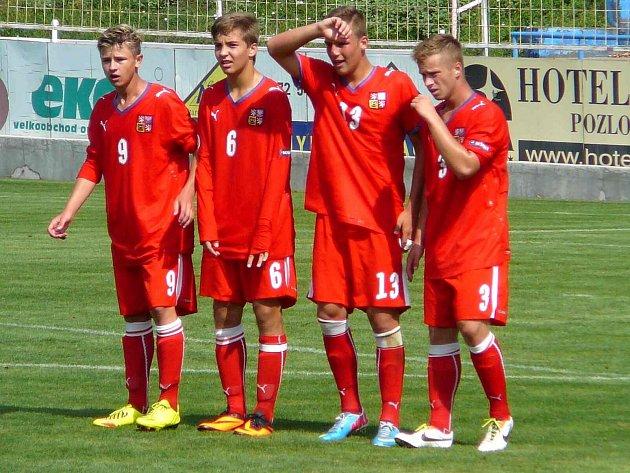 JAN HAVLENA (číslo 6) v utkání se Slovenskem.