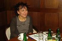 Olga Tokarztuková na nedávné konferenci Regionální literatura z obou stran hranice v broumovském Hotelu Veba.