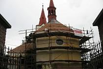 Kostel sv. Jiří má novou střechu i věžičku.