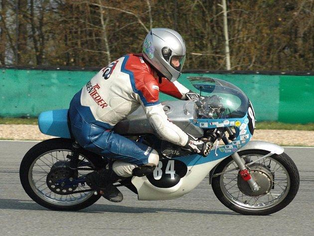 Miloš Thér vyhrál v Brně jak sobotní, tak i nedělní závod třídy 175ccm.