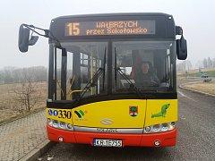 POKUD POJEDETE DO POLSKA na výlet nebo na nákup, můžete v Meziměstí u vlak. nádraží nastoupit do autobusu č. 15, který jede do centra více než stotisícového Walbrzychu.