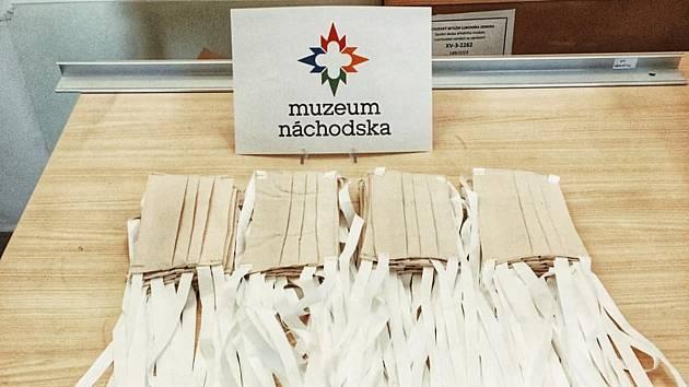 Muzeum Náchodska se zapojilo do celorepublikové akce šití roušek.