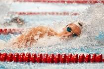 NÁCHODSKÝ olympionik Pavel Janeček vyhrál na motýlkářské dvoustovce o pouhou setinu sekundy.