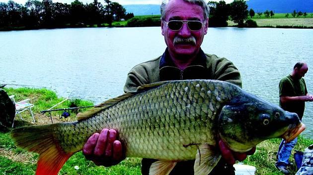 Z největší ryby  mohl mít oprávněnou radost Jiří Zdvořilý. Ten sice v prvním poločase nechytil nic, ale  v samotném závěru soutěže, když už někteří jeho kolegové balili pruty vytáhl z  vody kapra, který měřil 59 centimetrů.