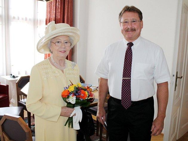 Mary Reynolds, dvojnice britské královny, na Náchodsku.
