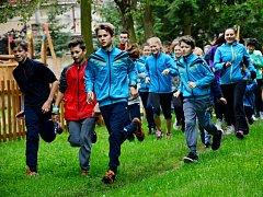 """PREMIÉROVÉHO ročníku charitativní akce """"Běžíme s VóCé-čkem"""" se zúčastnilo na pět desítek převážně dětí."""