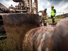 PRŮZKUMNÉ VRTY napoví, zda se v Bělovsi nachází zdroj minerální vody.