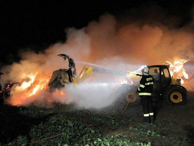 Požár stohu u Nového Plesu.
