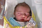 FILIP ČAPEK z Náchoda je na světě! Narodil se 23. října 2018 v 9,12 hodin. Jeho míry byly 3300 gramů a 49 centimetrů. Radují se z něho rodiče Barbora a Roman Čapkovi i bráška Daniel (3,5 roku).