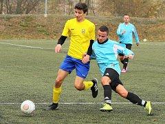 Fotbalisté Broumova (v modrých dresech) vyhráli před týdnem okresní derby v Novém Městě nad Metují a body potvrdili o tomto víkendu domácím vítězstvím nad Kunčicemi.